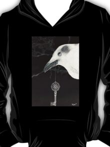 crow with key to the mysteries of the universe II T-Shirt