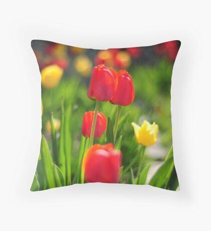 tulip love Throw Pillow