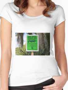 DO NOT FEED THE ALLIGATORS Women's Fitted Scoop T-Shirt