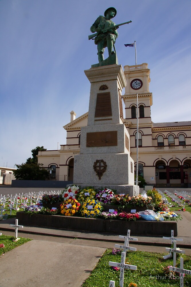 Maryborough Cenotaph  by Arthur Koole