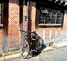 Lonely bicyle in York by patjila