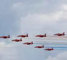 Red Arrows - Biggin Hill 2009 by jiggy