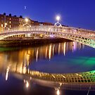 Ha'penny bridge, Dublin by Hauke Steinberg