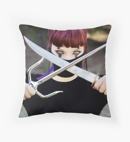 Mortal Kombat - Mileena Throw Pillow
