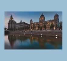 Reflections of the three graces at dusk, Liverpool T-Shirt