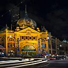 Flinders Street Station - Melbourne by Ian English