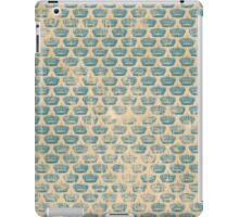 Vintage Alice in Wonderland Crown Pattern iPad Case/Skin