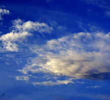 Highly structured cloud in a sky blue king by shkyo30