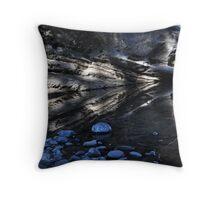 carnarvon gorge reflection Throw Pillow