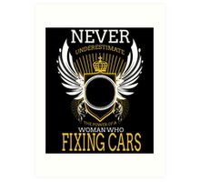 NEVER UNDERESTIMATE THE POWER OF A WOMAN WHO FIXING CARS Art Print