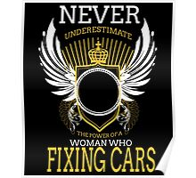 NEVER UNDERESTIMATE THE POWER OF A WOMAN WHO FIXING CARS Poster