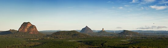 Ballooning : Glasshouse Mountains by Matt Duncan