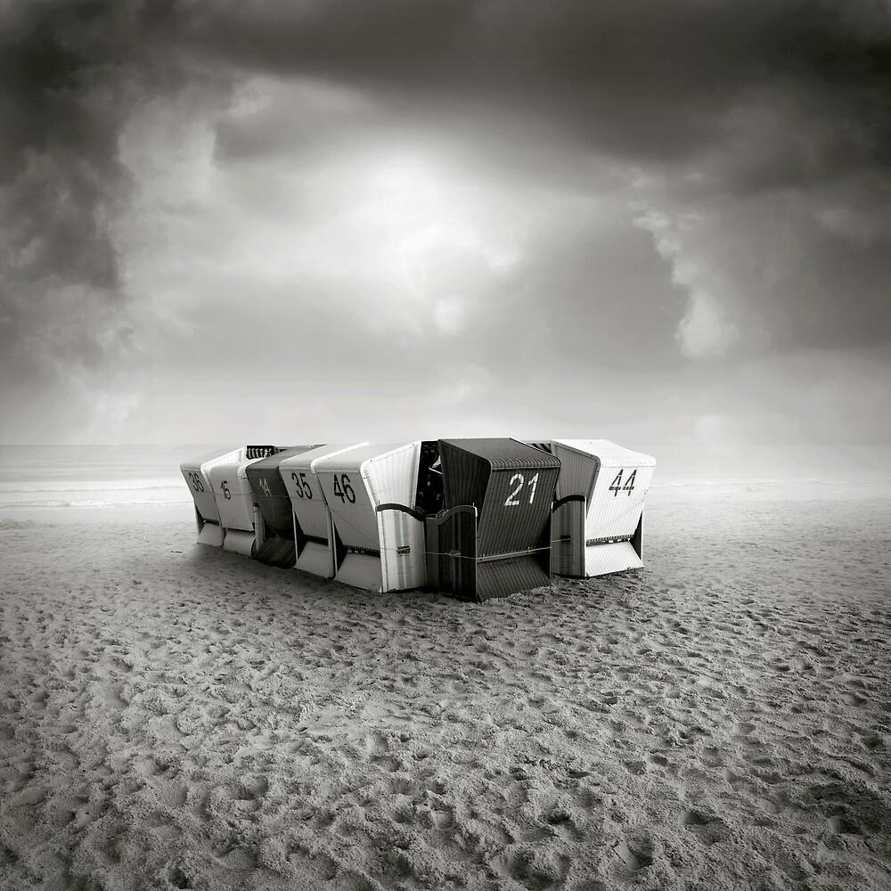 Sand II by Michal Giedrojc