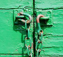 Green trailer & rusty chain by buttonpresser