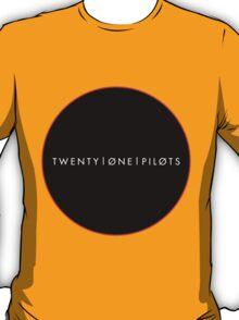 twenty øne piløts - minimalist circle (white) T-Shirt