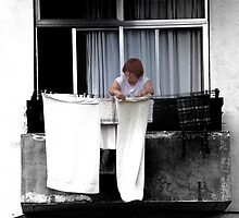 Drying the laundry... by faceart