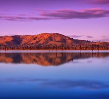 Colourful Lake Hume by John Vandeven