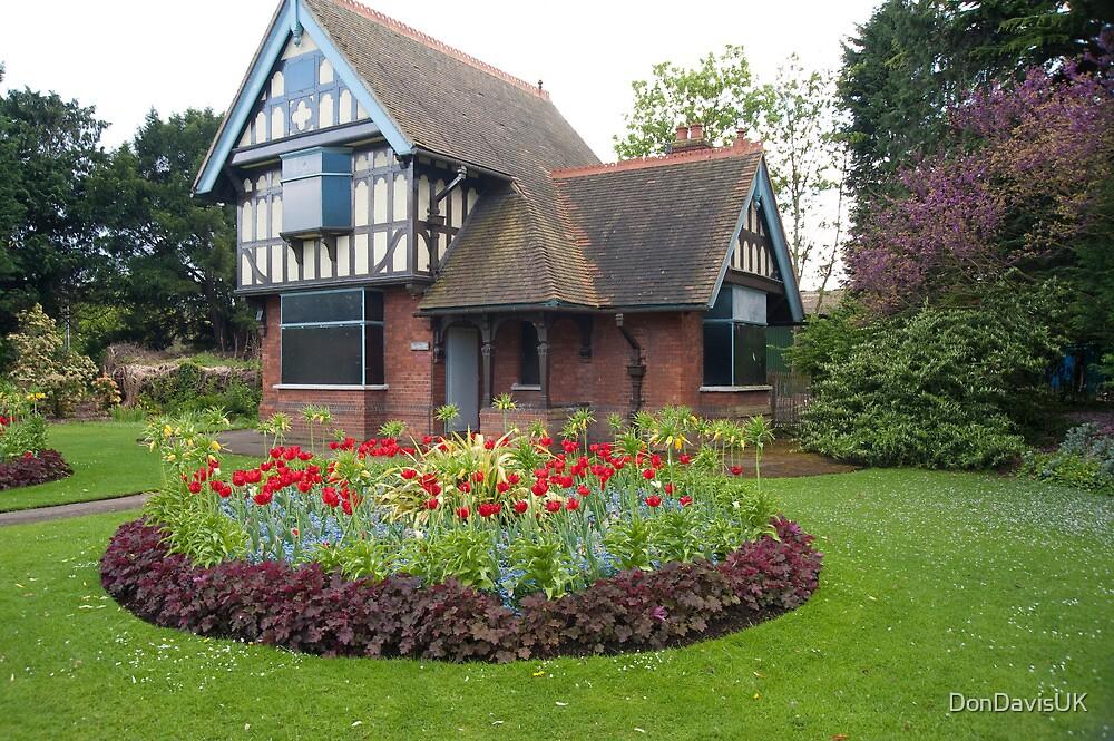 The Gate Lodge: Dulwich Park, London, UK. by DonDavisUK
