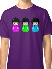 Cute Kokeshi dolls on green Classic T-Shirt