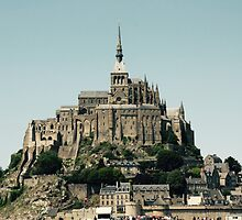 Mont St Michel by Lewis Symonds