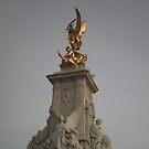 Victoria Memorial, London by Breno Loester Cogo