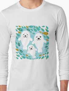 White cute fur seal and fish in water Long Sleeve T-Shirt