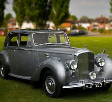 Bentley Saloon by Aggpup
