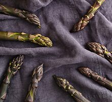 Purple asparagus by Elisabeth Coelfen