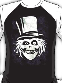 HATBOX GHOST WITH GRUNGY HAUNTED MANSION WALLPAPER T-Shirt