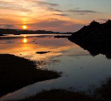 Sunset over loch Dunvegan by Shaun Whiteman