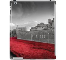 Tower Of London Poppies (Red on Black & White) iPad Case/Skin