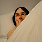 ron mueck: in bed by gary roberts