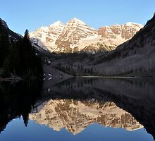 Maroon Bells at Sunrise by punchdrunklove