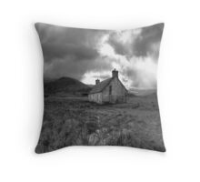 Athnamulloch bothy Throw Pillow