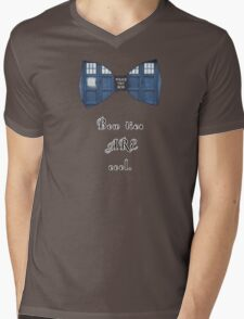 """""""Bow Ties ARE Cool."""" - Dr. Who (image + quote) Mens V-Neck T-Shirt"""