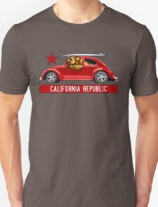 California Republic Surfing Bear (vintage distressed look) T-Shirt