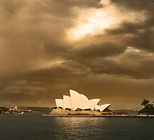 Harbour and Opera house by mickbellphoto