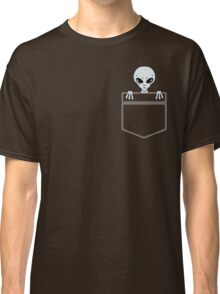Alien in the pocket Classic T-Shirt