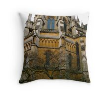 Cappella giallo di Milano Throw Pillow