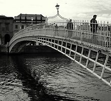Ha'Penny bridge by Esther  Moliné