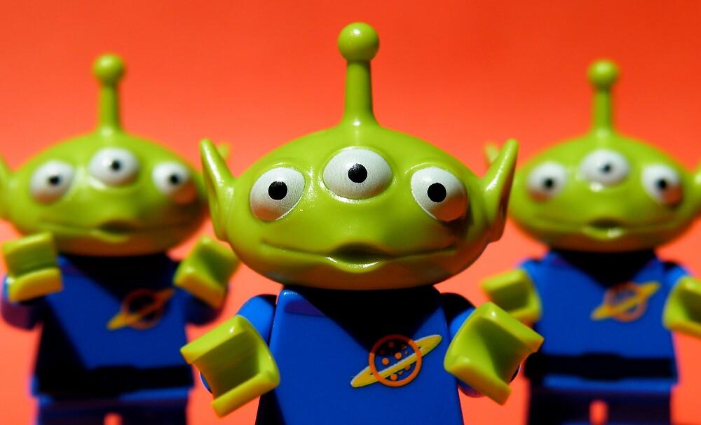 Little Green Men by smokebelch