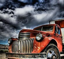 Old orange truck HDR by calgecko