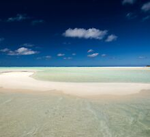 The Beach - Aitutaki by Michael Treloar