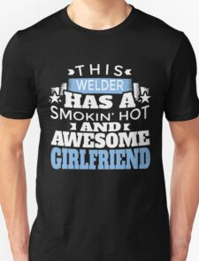 THIS WELDER HAS A SMOKIN' HOT AND AWESOME GIRLFRIEND T-Shirt