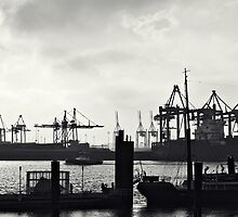 Hamburg-Harbour by bjoernlexius