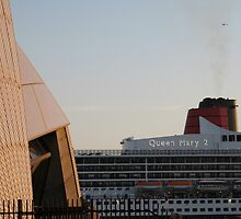 Queen Mary 2 meets Sydney Opera House by mensoart