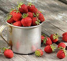 garden strawberries in mug by vkph
