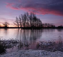 Sunrise over the lake by Andy Stafford