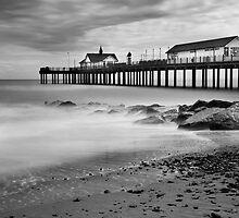 Southwold Pier, Suffolk by DaveTurner