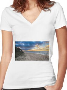 Dromana beach Women's Fitted V-Neck T-Shirt
